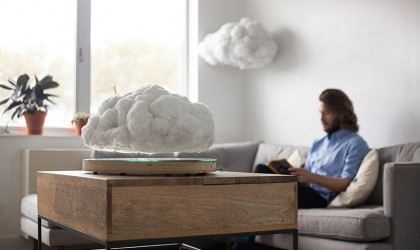The levitating cloud speaker