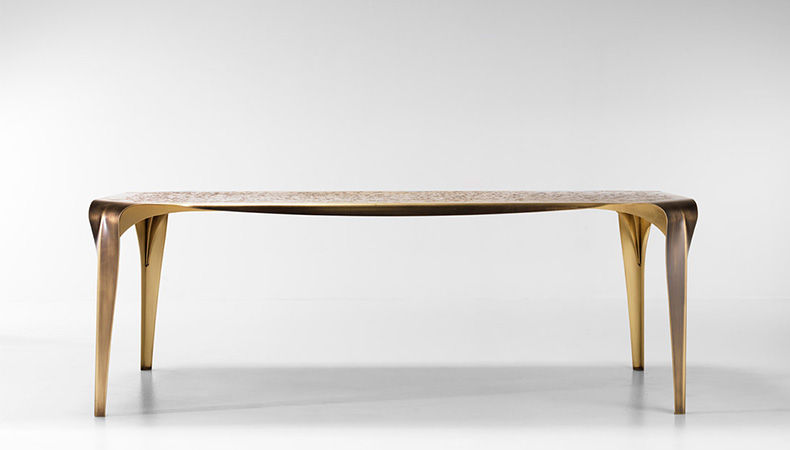 The sleek Convivium table