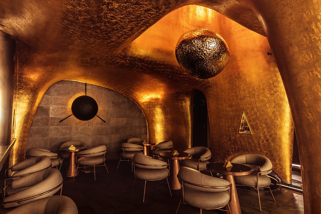 Golden whiskey bar in China